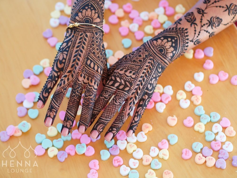 Mehndi Wrist : Different types of mehndi designs which you should try