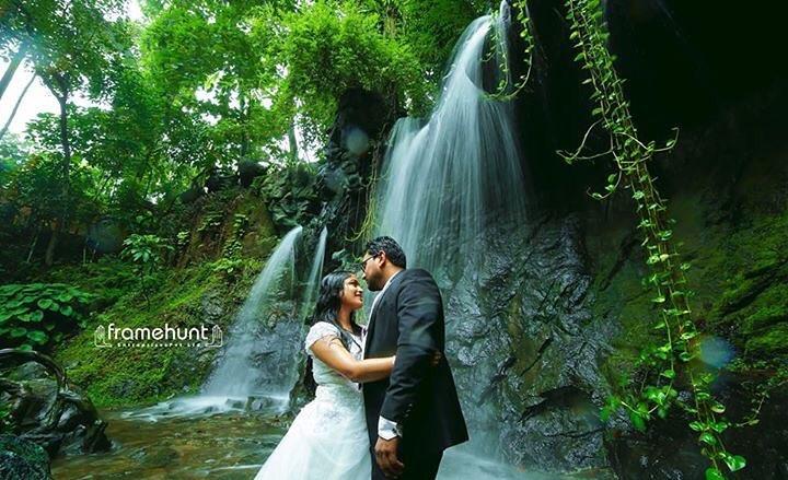 couples portrait in waterfalls
