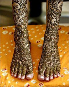40.Simple Bridal Feet Mehndi