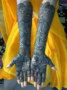 5. Peacock and drums bridal mehndi