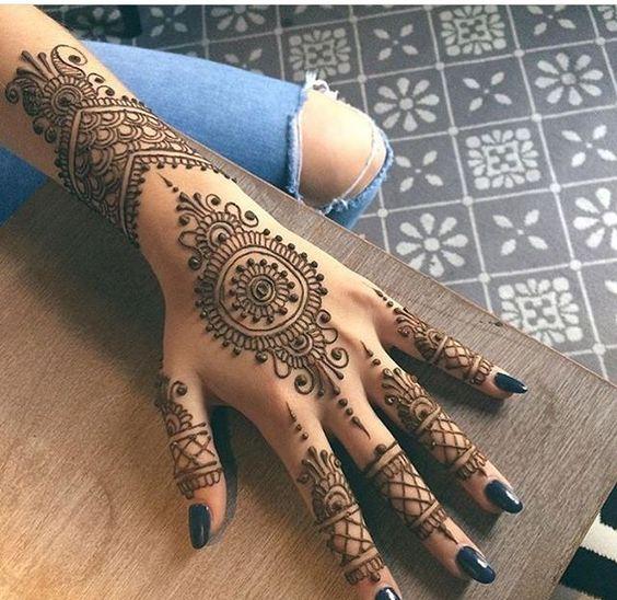 11. Curves and dots back henna long back design