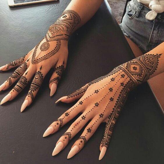 30 back hand henna designs you should try wedandbeyond. Black Bedroom Furniture Sets. Home Design Ideas