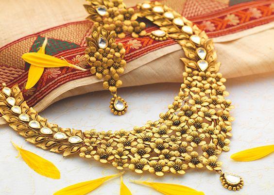 19.Multiple Flowers and kundan neck set