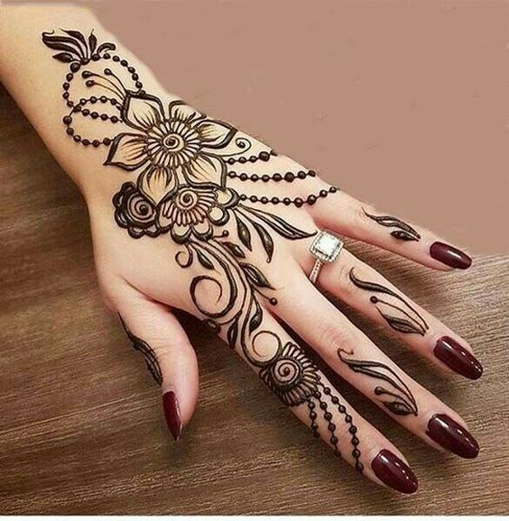 22.Trendy flower and dots back henna design