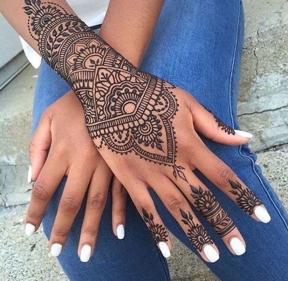 25. Inverted V Back henna design