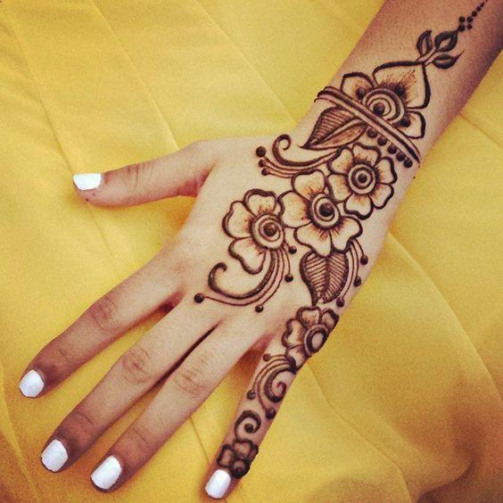 Mehandi Design Simple In Back: 30 Back Hand Henna Designs you should try - Wedandbeyondrh:wedandbeyond.com,Design