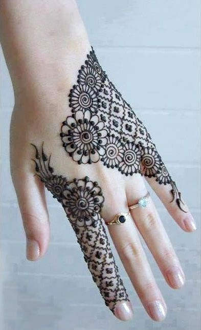 4. Checkers and flowers back hand henna