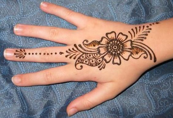 8. Simple Flower and paisley back henna design