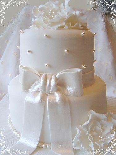 1.White Silk Bow Cake