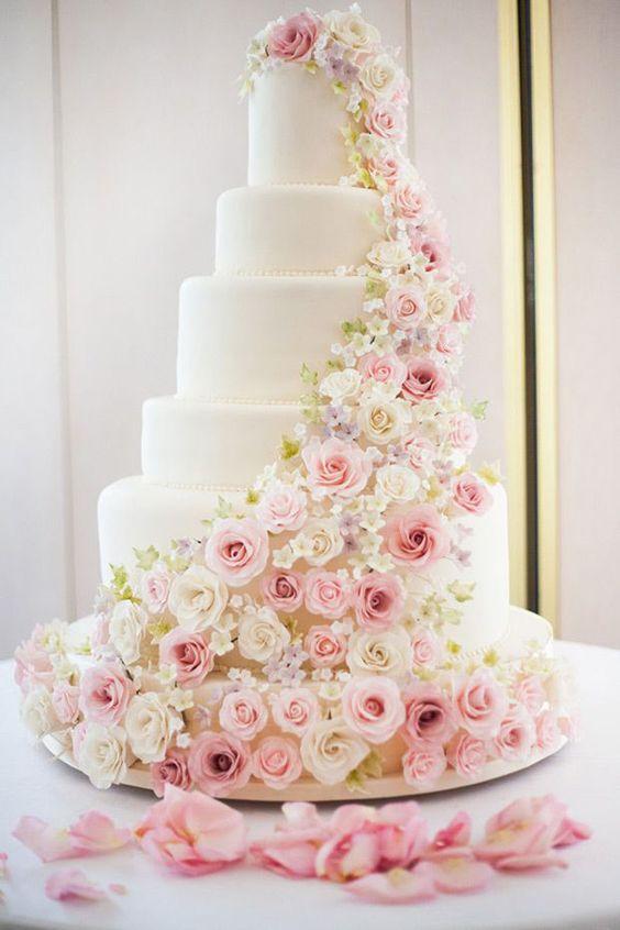 2.Inspiring Rose Wedding Cake