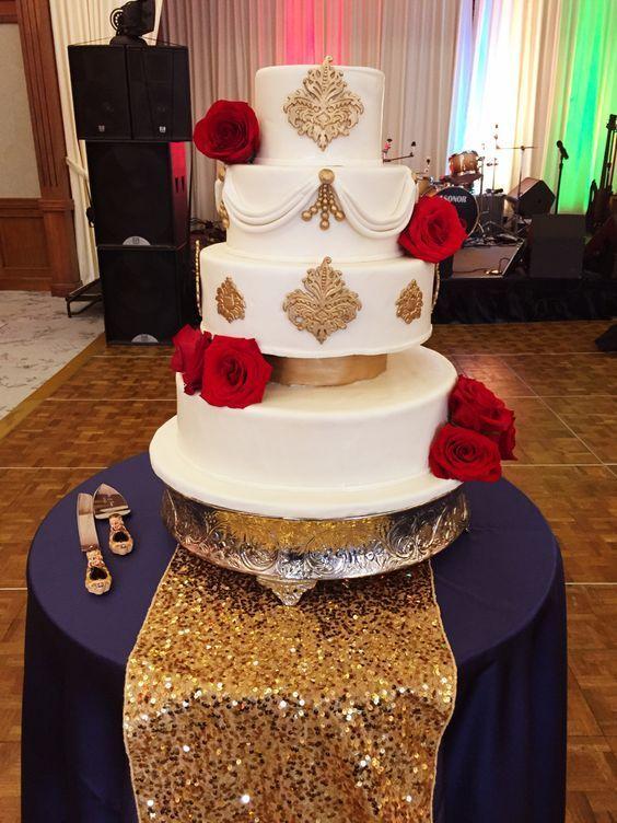 24.Royal Wedding Cake with Roses