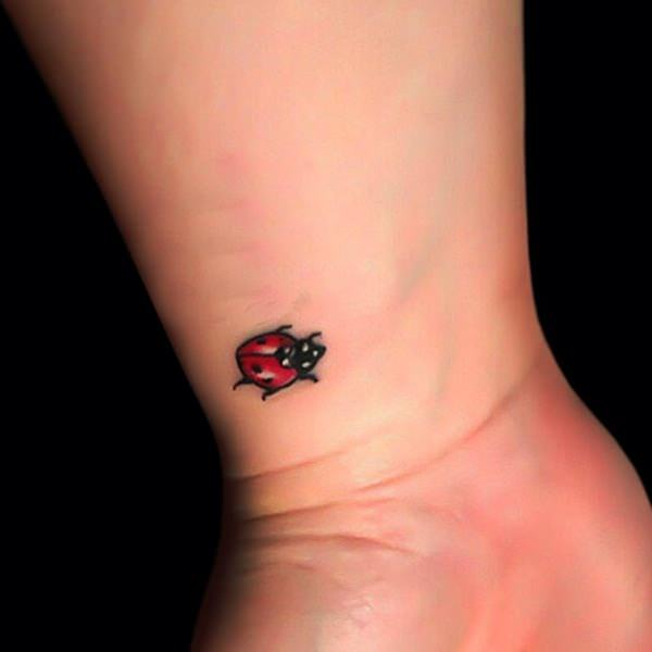 25.Bee Tattoo