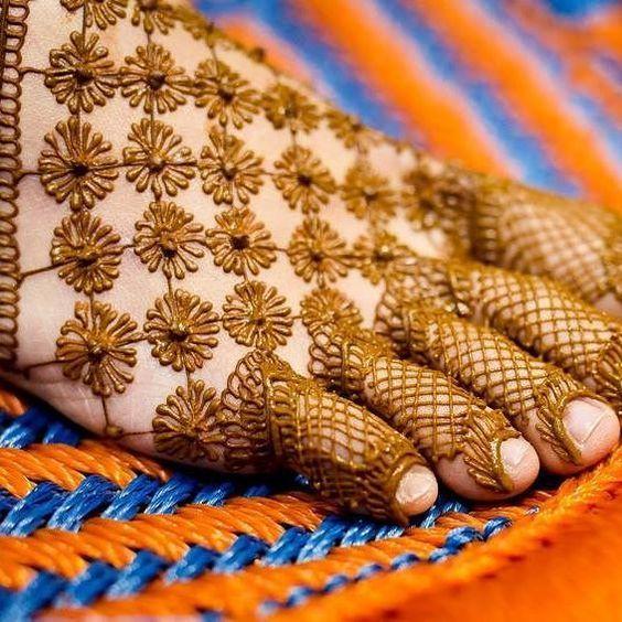 19.Designer Henna for leg