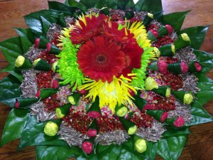 17.Flower with betel leaves plate decoration