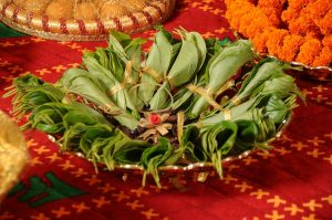 23.Golden lace with betel leaves plate decoration