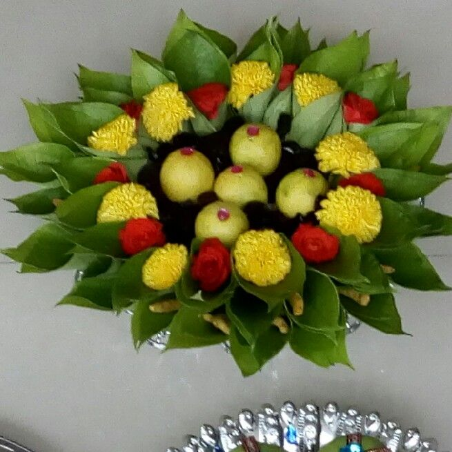 5.Lemon with betel leaf plate decoration