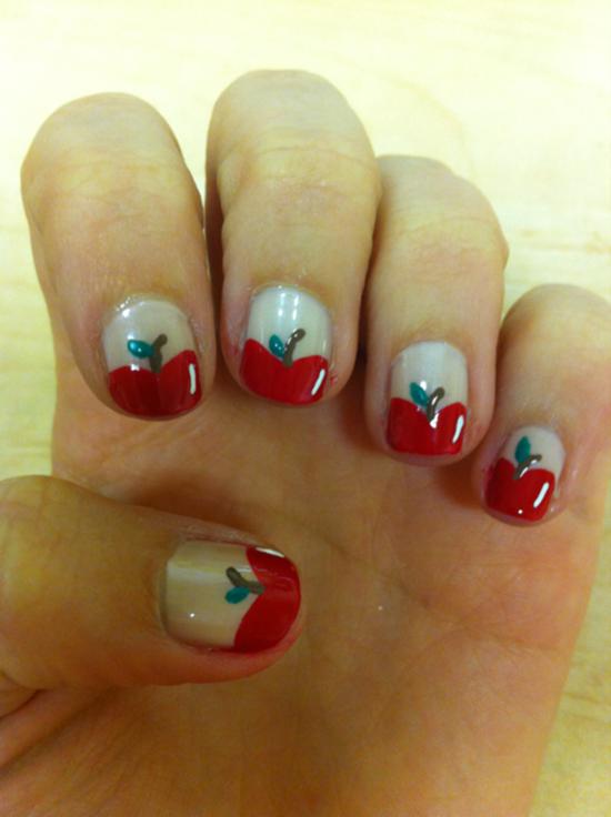 6.Simple Apple Nail art