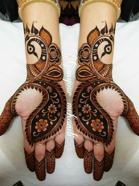 19.Broad Peacock Mehndi Design