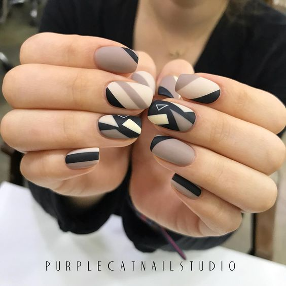 slide black and white nail art