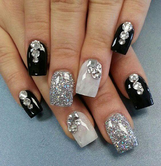 23.Glittering and stone nail art