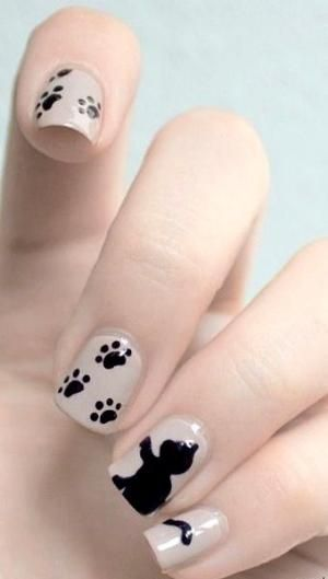 39.Cat paw in black and white nail art