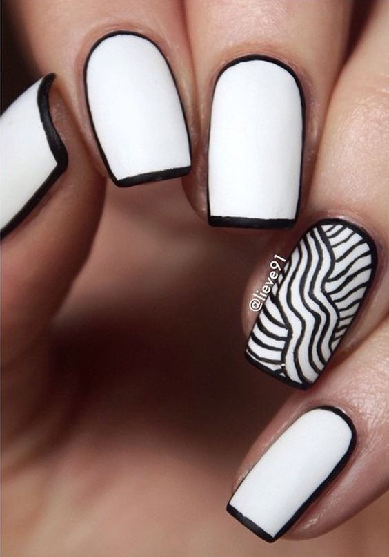 42.White and Black lines nail art