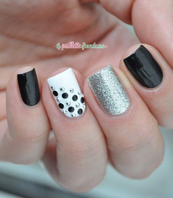 51.Silver dots black and white nail art