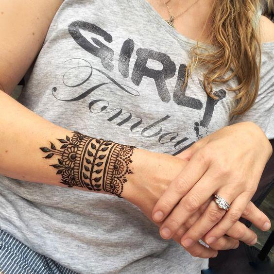 Wrist Cuff Mehndi Design