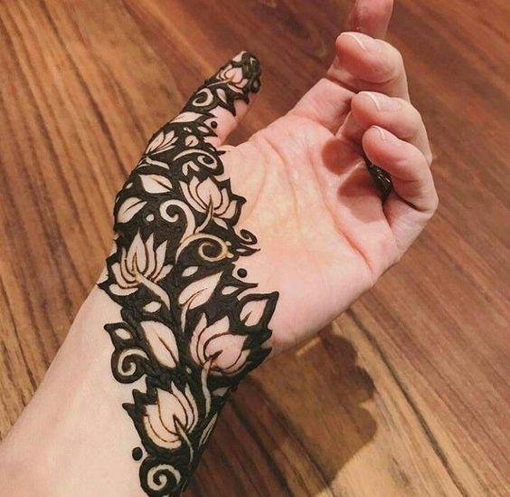 Love lotus Mehndi design