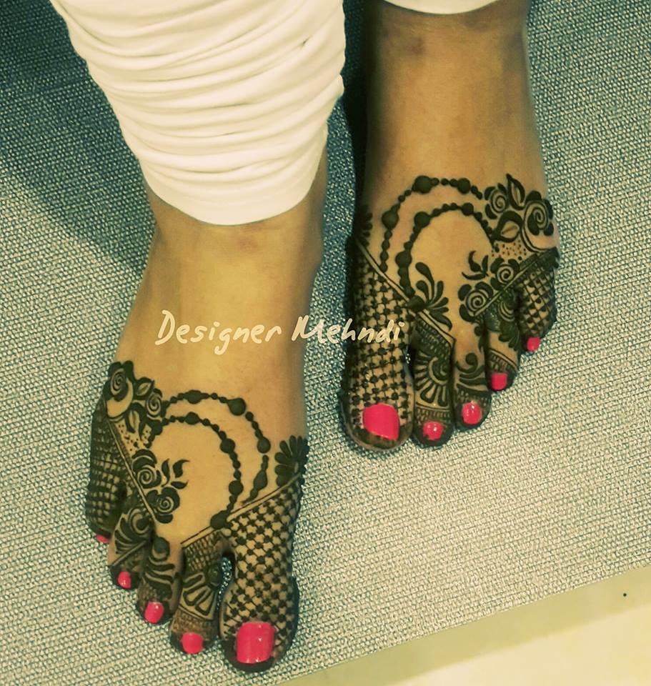 Rose Design Feet Mehndi
