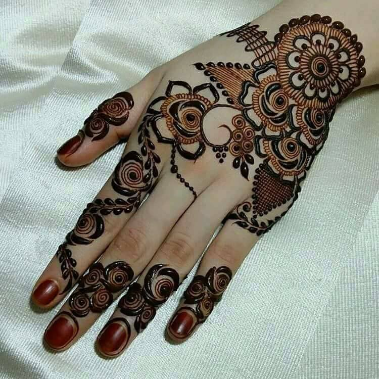 Roses and dots Arabic Mehndi design