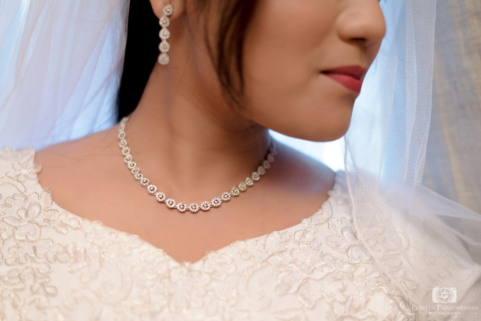 White Diamond Neck Jewelry