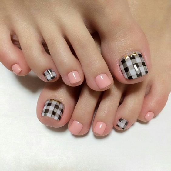 Black and White Checked Nail Art