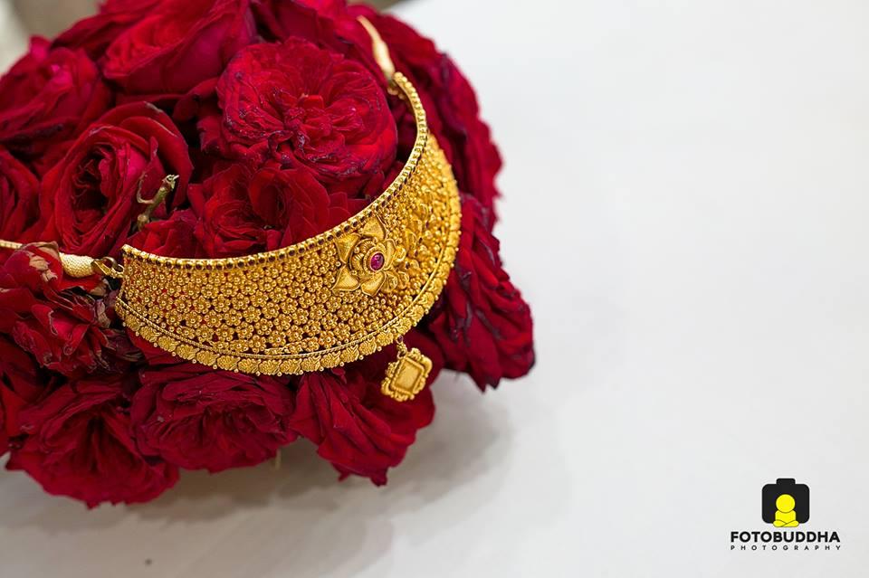 Exotic gold choker