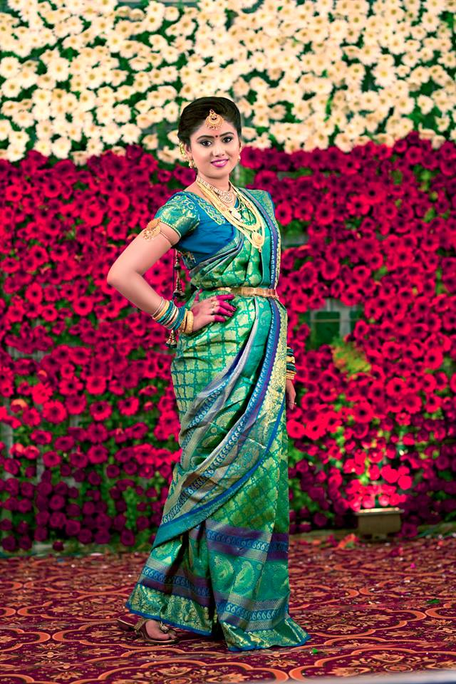 green silk saree with royal blue border photo gallery