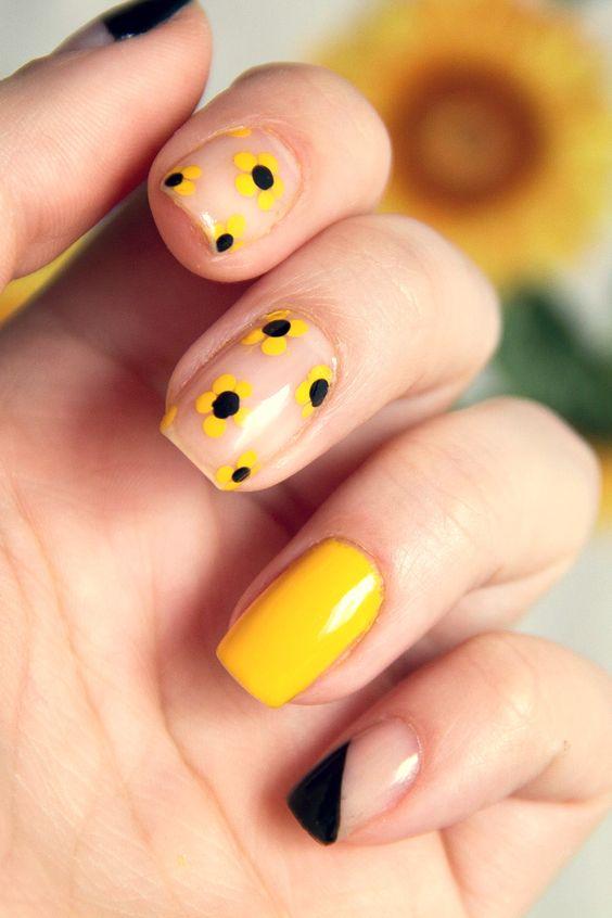 Cute yellow flower Nailart