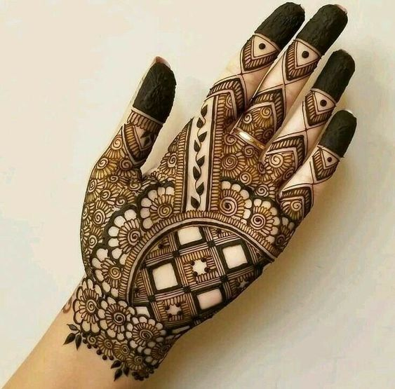 Tradition with moraccan design mehndi