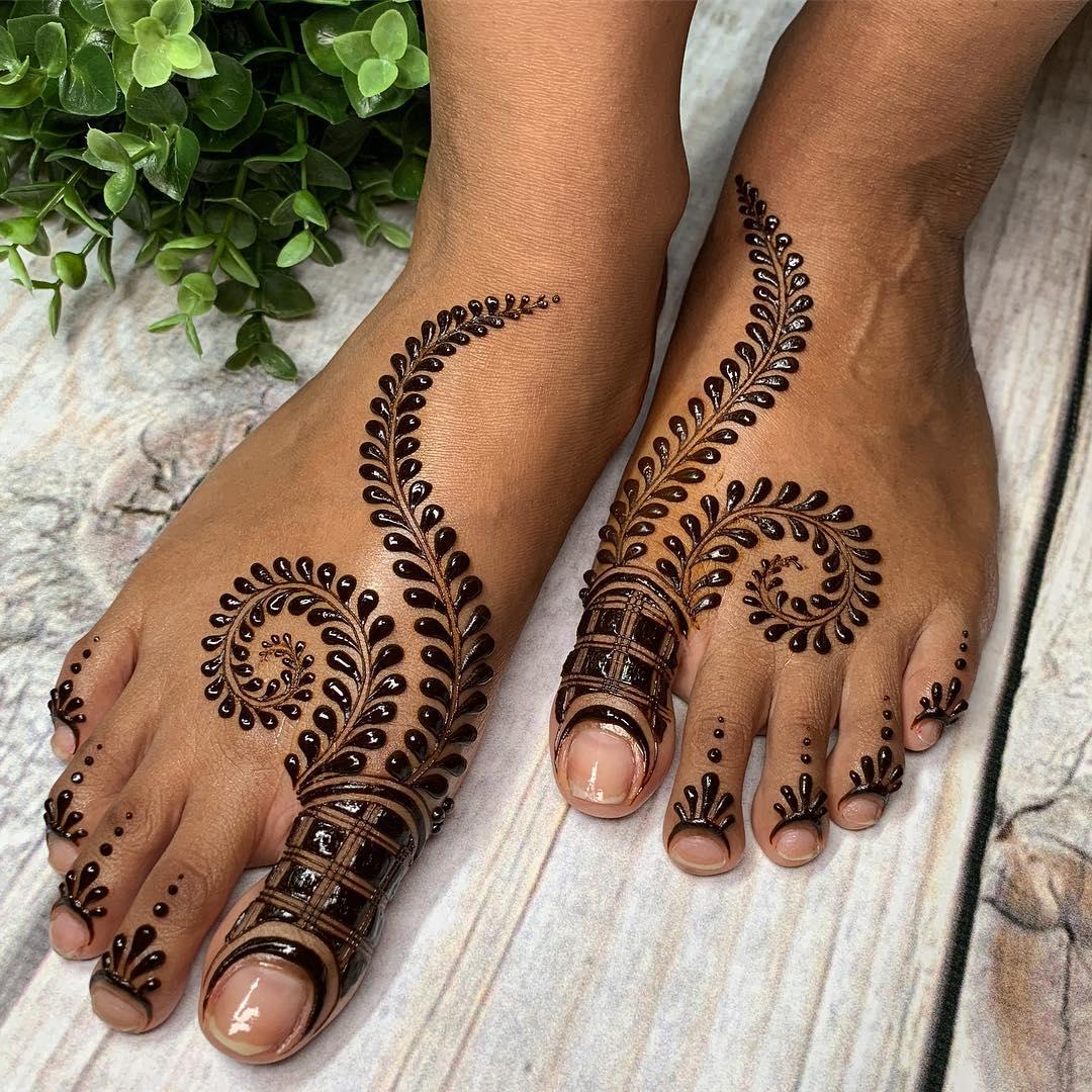 Pretty Bridal Feet Mehndi