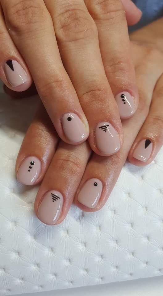 Minimalist Nail art 1