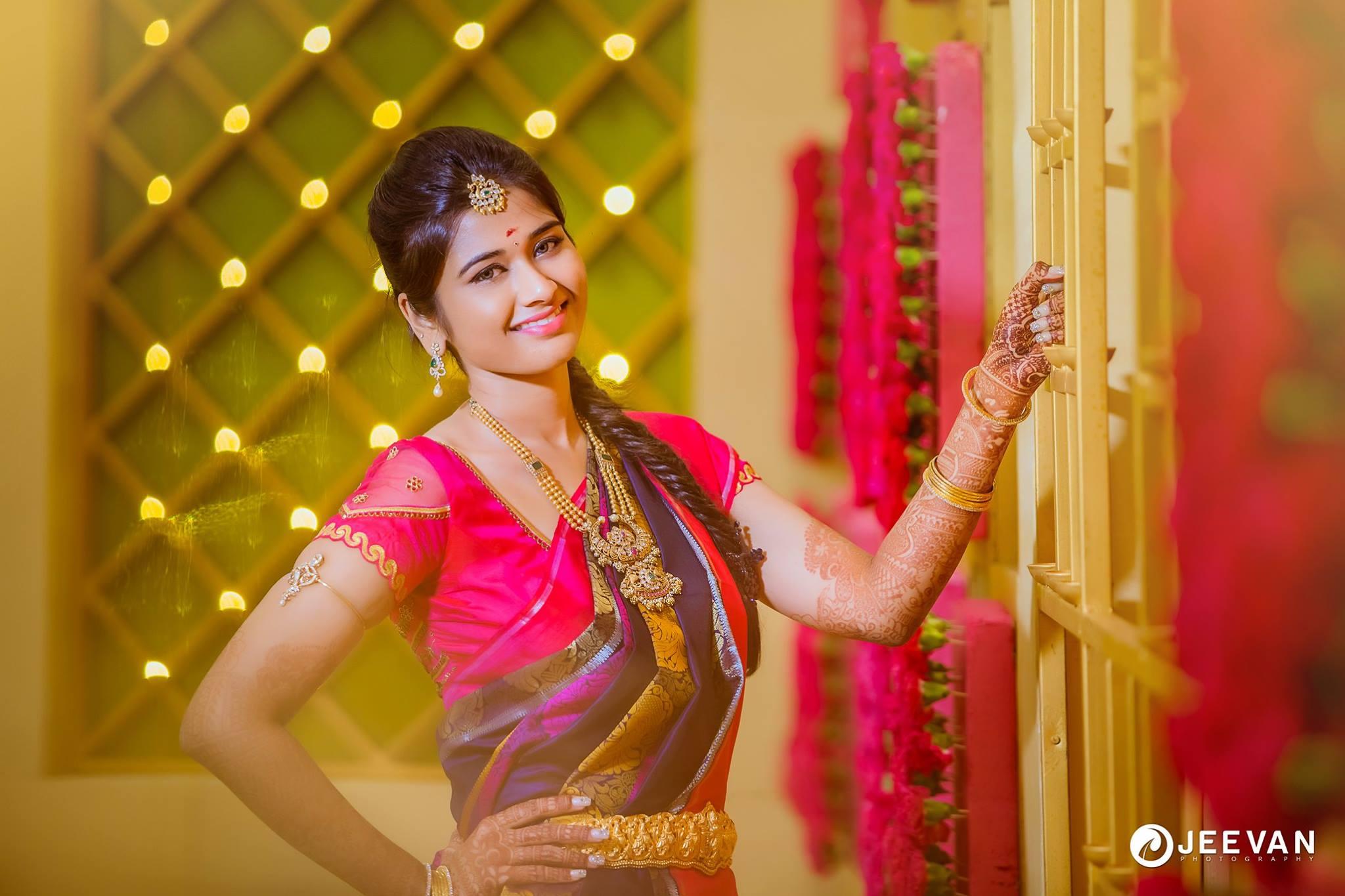 Winsome smile of a bride
